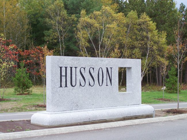 Husson University Freshwater Pearl granite sign