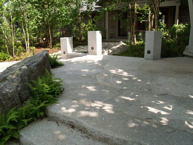 Irregular, thermal Freshwater Pearl granite pavers